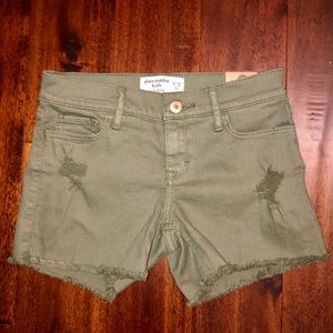Abercrombie kids olive green shorts! NWT 11/12